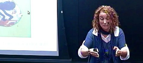 Isabel Vizcaíno en una conferencia TED